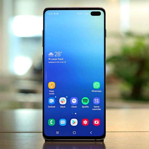 Samsung S10 Plus with blue screen and apps on tab