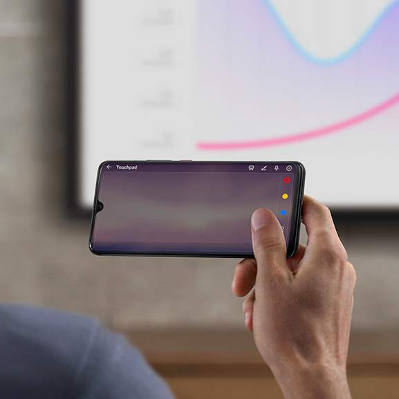 Person using Huawei Mate 20