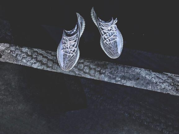 trainers adidas yeezys
