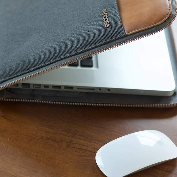 MacBook Pro accessories case and Apple Mouse