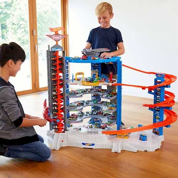 2 children playing with Hot Wheels Ultimate Garage