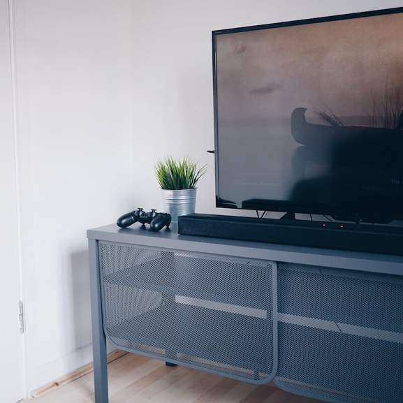 TV on table with soundbar