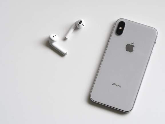 airpods iphone 7 in silver