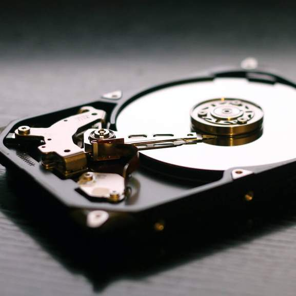 Rotating disc inside HDD