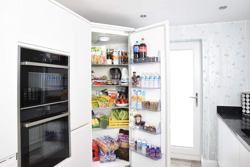 how to clean fridge of smell