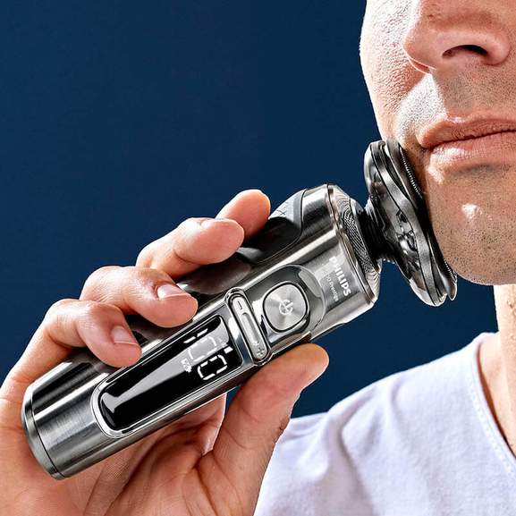 philips shaver in action