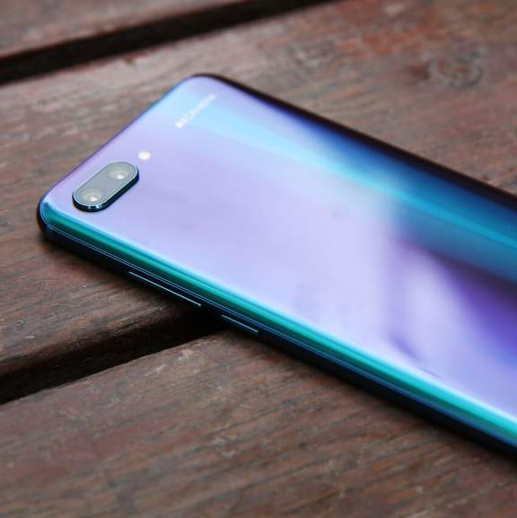 Back of blue Honor 10