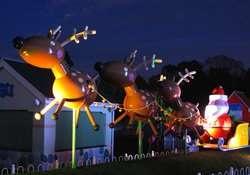 Peppa Pig Christmas wonderland @ Paultons Park (Includes Peppa Pig World +  Reindeer Blitzen and Elf  + Meet Santa + Free Gift + 4D Cinema + Ice Cavern & More) eg 2 Adults + 2 Children £90.50 or if season tix holder little as £56 for fam of 4