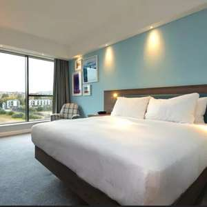 1 Night stay Hampton by Hilton Edinburgh West End - inc breakfast + bottle of wine + late checkout £56.05 with code - refundable @ Groupon