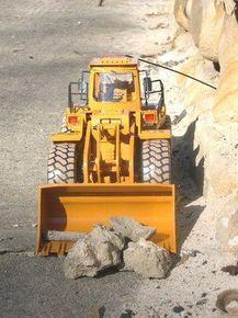 """1-10 Scale Radio Controlled Bulldozer """"Dig N Dump"""" £21.99 @ Ebuyer"""