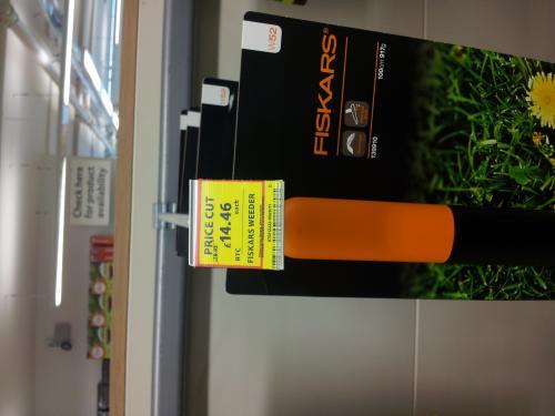 Fiskars Weed Puller Half Price @ Tesco (instore) £14.46