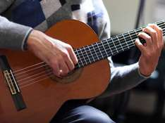 Online Beginner's Guitar Course £12 @ Amazon Local