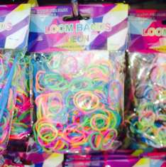 Loom bands 3 packs for £1 at pure bargains (Manchester) in store (300 per pack plus all bits)