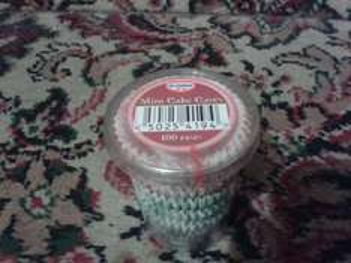 Dr Oetker 100 Mini Cake Cases 10p @ B & M