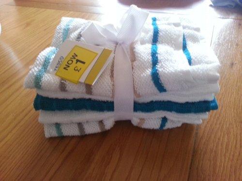 Tesco 5 pack tea towels for £1