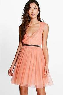 Upto 70% Off Dresses + EXTRA 15% Off & Next Day Delivery for £1 (with code) + FREE Returns @ Boohoo