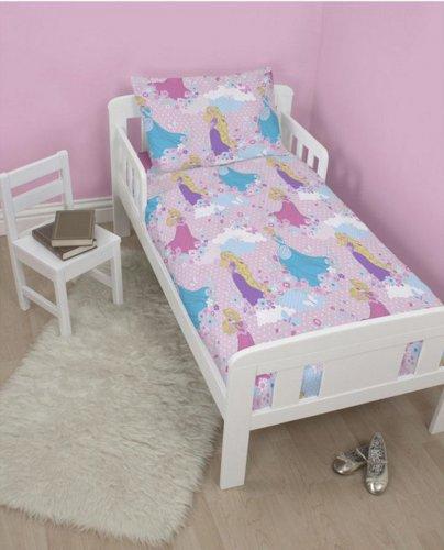 Disney Princess Single Duvet Set £6 / Disney Princes Enchanting Duvet Cover Set Junior 120 x 150 cm £7.50 Del @ Tesco Ebay