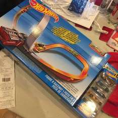 Hot Wheels figure 8 raceway with 6 cars. £17.47 instore / online @ Tesco