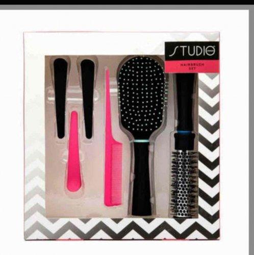 Studio London Hairbrush Set £2.99 @ Superdrug