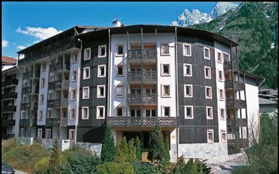 26th March 2011- 1Week - Chamonix Ski Holiday - Includes Flights From Gatwick, Accommodation & Transfers. Based On 4 Sharing - £100pp @ IgluSki