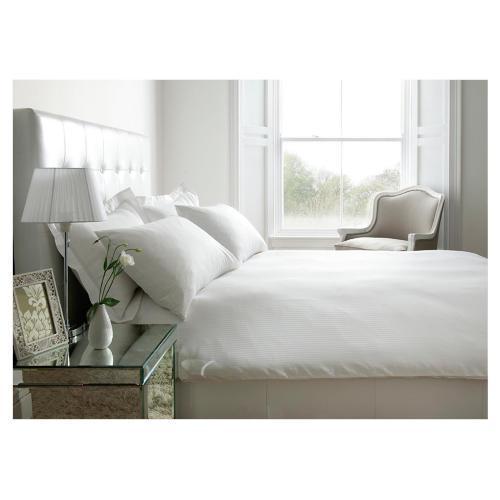 100% cotton Kingsize duvet set (Satin white) inc. 2 x pillowcases £22.50  @ Tesco instore