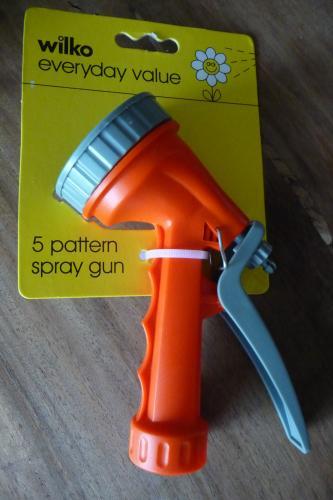 5 Pattern Garden Spray Hose Gun Only 98p @ Wilkinson's!
