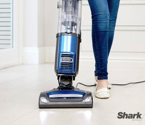 shark nv480ukr upright bagless vacuum cleaner 5 year. Black Bedroom Furniture Sets. Home Design Ideas