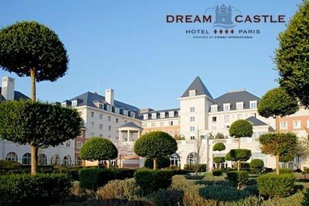 Disneyland Paris Dream Castle Hotel, 3 nights + flights/Eurostar from £169 - Groupon  clearskyholidays
