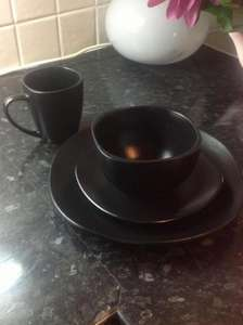 Viners 16 piece dinner set, black, red or cream £7 @ Boundary Mill reduced from £60!!
