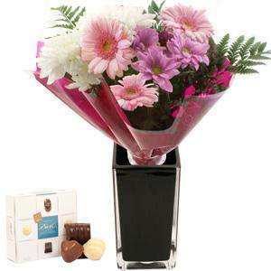 £5 off bouquet of flowers and free chocolate £4.90 + P&P  @ iFlorist