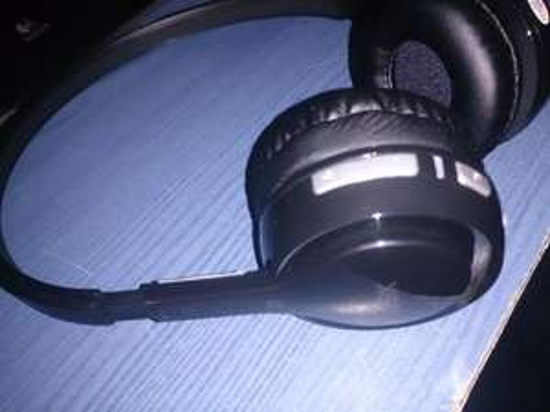 LOGIK LONBT12 Bluetooth Headphones - Black £6.47 @ Currys Instore