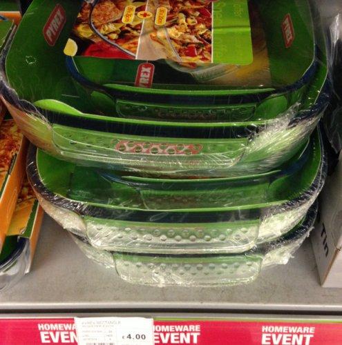 2 Pyrex dishes (39cm x 25cm & 30cm x 20cm) £4 at the co-op