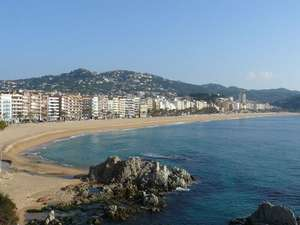 FAMILY OF 4 HOILDAY FOR £252 OR £63.22 pp WITH CAR HIRE:Lloret de mar Spain 5 nights 2 adults 2 children return flights from Bristol Good tripadvisor reviews with baggage 2/4/14 £252.88  is for all 4 people @ travelrepublic