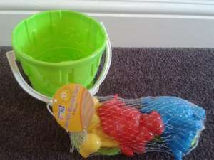 8 piece bucket & spade set £1.00 at Poundland