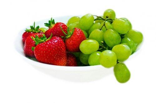 Fresh Fruit Offers @ Farmfoods... 500g Seedless Grapes & 400g Fresh Strawberries for £1; 20 Easy Peelers £1.50...