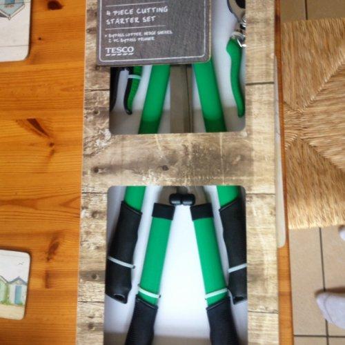4 piece garden cutting set instore £3 @ Tesco
