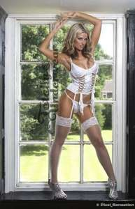London Stunning Basque Set (White) £9.99 (including delivery) @ totallyunderwear.co.uk