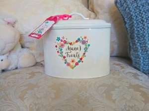 Mum's Treats cream & floral enamelled gift tin £2.99 @ Home Bargains