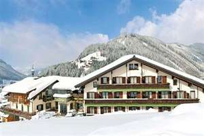 4* half board to Austria ski/snowboard £270 @ iGluSki