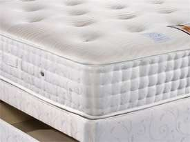 Sleepeezee 5ft 2000 pocket sprung backcare kingsize mattress £439.89 @ The Sleepshop