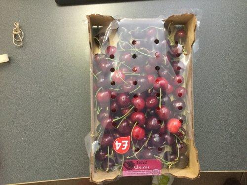 Cherries 1kg tray £4.00 @ Tesco