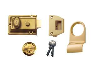 Yale Locks P77-ENB-PROMO Night latch with Free Door Pull £19.59 delivered -  Dispatched from and sold by Dealsdirect247 / Amazon
