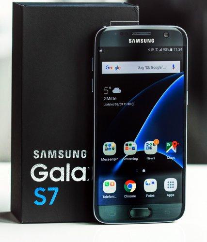 Samsung Galaxy S7 32GB (Black/Gold) Perfectly fine O2 Refresh deal £291.99 @ O2