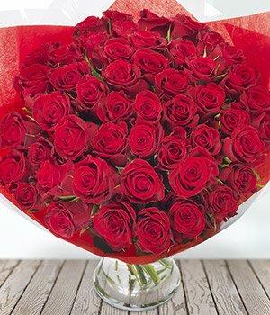 Valentine's roses, 50 roses delivered £35.13 @ Eflorist