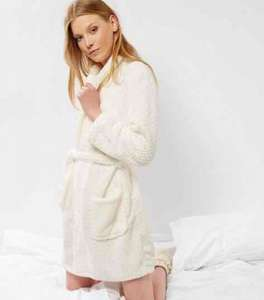Newlook cream textured dressing gown £4.00 instore / online (£3.99 Del for orders under £45 / Free over £45))