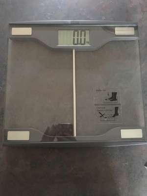Electronic bathroom scales, home bargains £4.99 RRP £24.99
