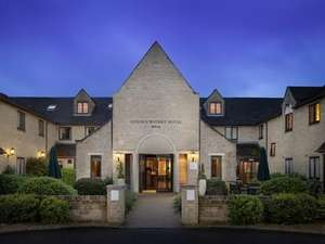 Overnight Stay for Two people at the 4* Oxford Witney Hotel with Breakfast, Two-course Dinner, Bottle of Wine + Spa / Gym access £49.50pp (£99) via Wowcher