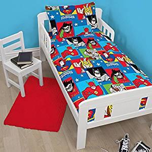 """DC Comics Superfriends """"Buddies"""" Junior Duvet Cover + Pillowcase Set - 120cm x 150cm £3.99 Del @ Amazon (sold + dispatched by The Bedding Den)"""
