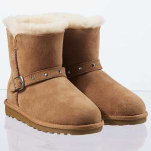 Costco Kids / Teenager Shearling Boots size 12 - UK 5 £14.99 NO VAT INSTORE ONLY DEAL