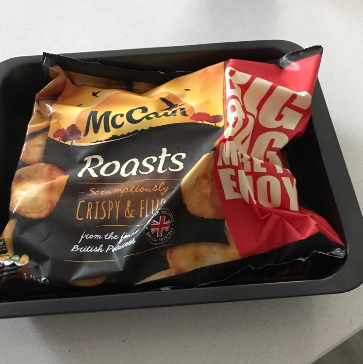 Iceland free roasting tin with bag of roast potatoes - £2 instore @ Iceland
